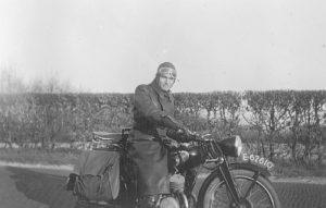 Pionier Meeuwsen op de motor in Flevoland
